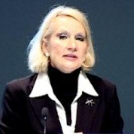 Ursula Oswald Spring Headshot