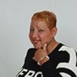 Eileen Pheland Headshot