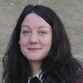 Helen MacDonald Headshot
